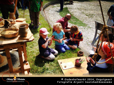 amuletten maken - oudenhofmarkt 2014