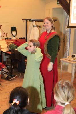 Museum Jeugduniversiteit - middeleeuwse kleding