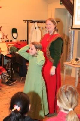 Lezing museum jeugduniversiteit - middeleeuwse kleding