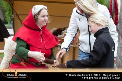 Oudenhofmarkt - wol kaarden