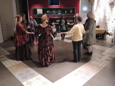 Beleef Het Verleden bij Utrechts archief. Historische dansworkshop en etiquette