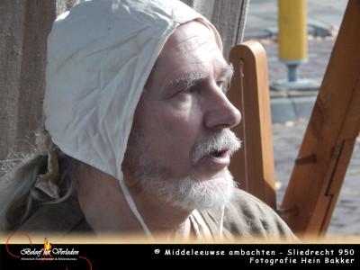 middeleeuwse schrijnwerker