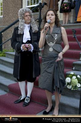 De burgemeester anno 2012 opent het festijn.