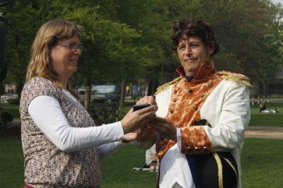 Lodewijk Napoleon opent de app die is ontwikkeld door Buitenpaden.