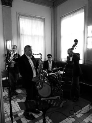 The Diamond Four, live band tijdens Fabulous Fifties party