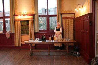 bal en diner keetje hodshon 1813 - bedienden serveren drank